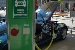 2162011-elektromobil-ilustracni-foto-1-300x200p0